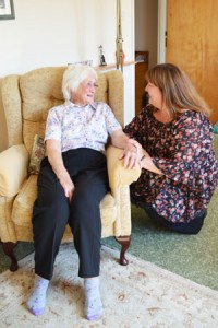 Settle in service volunteer Jo with patient Mabel